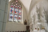 Autel et vitrail de l'église Notre Dame de l'Assomption