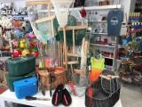 bazar, décoration, droguerie, souvenirs, matériel de pêche, jouets,