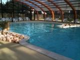 piscine couverte camping La Madrague Pornic, pornic camping, campings pornic, proche mer, plage,roulottes,piscine chauffée, toboggans, jeux, enfants