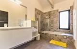 salle-de-bain-avec-baignoire-11292