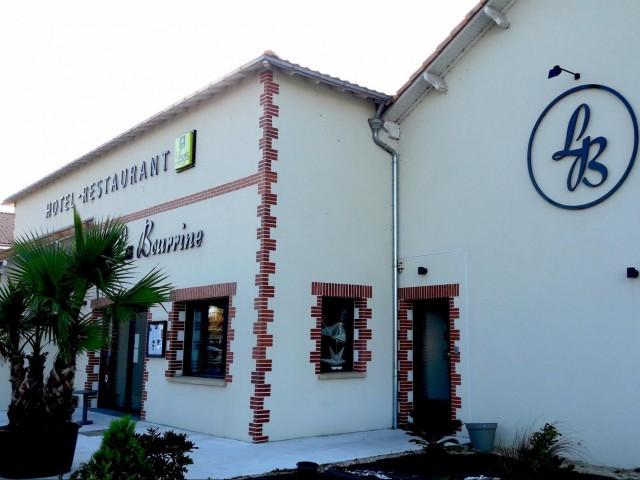 Façade extérieure, Hôtel Restaurant La Bourrine à Bourgneuf en Retz