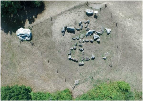 Vue aérienne du dolmen du Prédaire