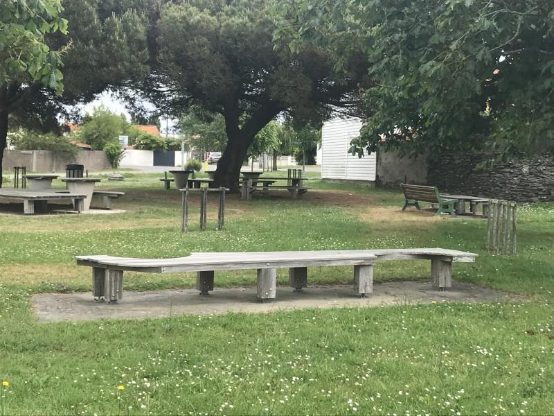 aire-de-jeux-pique-nique-la-rogere-la-bernerie-3-15927