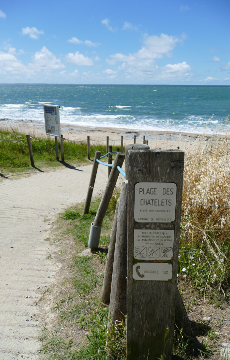Entrée plage des Châtelets