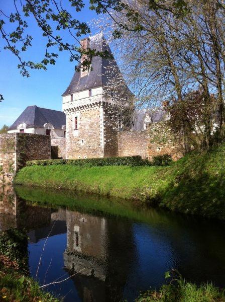Entrée du château et sa douve - Christophe de Goulaine