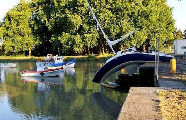 Erwin Wurm, Misconceivable, canal de la Martinière, Le Pellerin, création pérenne Estuaire 2007© Gin
