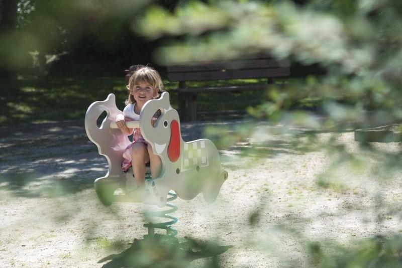 Jeux pour enfants au Jardin des Lakas