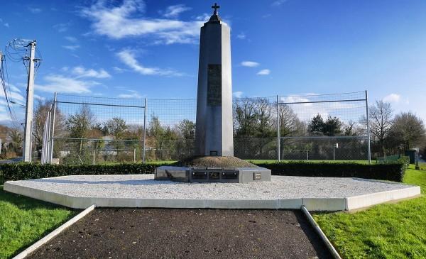 La Sicaudais - Monument dressé à la gloire des victimes militaires et civiles tombées pour la libération de la poche sud - DESTINATION PORNIC