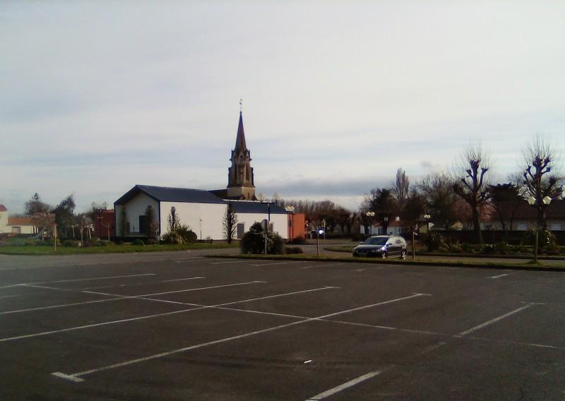 Parking de l'église et du Théâtre à Fresnay en Retz