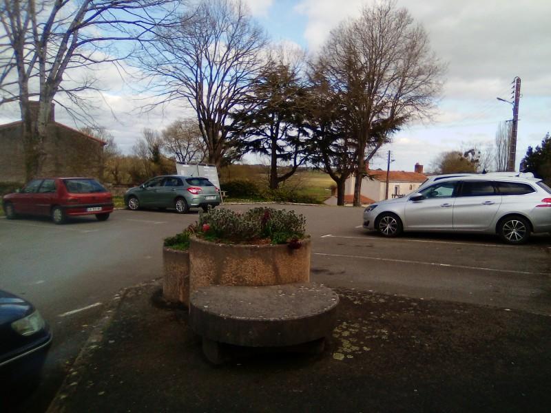 parking de la mairie et de la poste