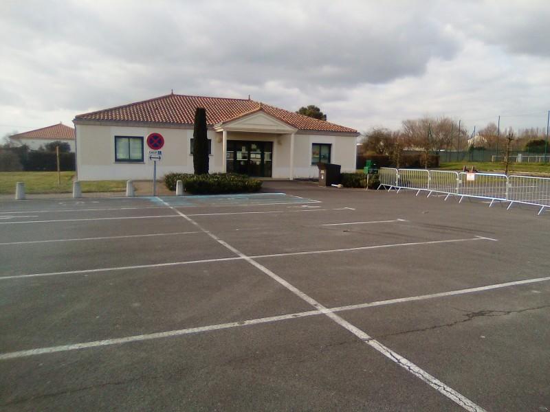 Parking salle socio-culturelle Fresnay en Retz