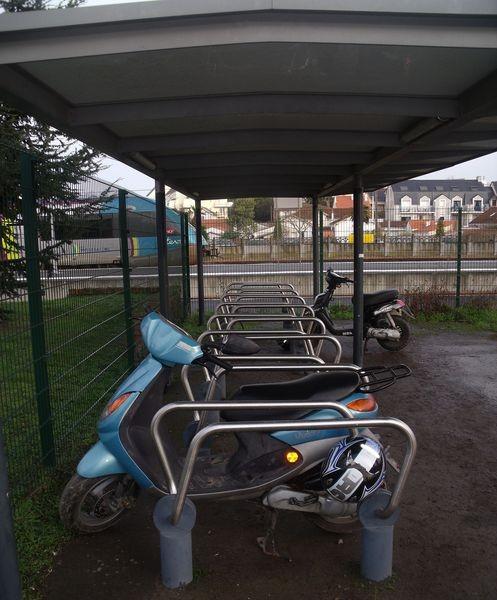 parking-velo-et-scooter-parking-de-la-gare-2902