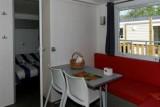 Espace repas et salon cottage 2 chambres 3 fleurs la Chênaie