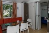 Salon cottage 3 chambres 3 fleurs camping la Chênaie