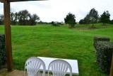 Vue de la terrasse sur Terrain en pelouse et golf - MAEV1