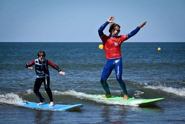 COURS DE SURF EN FAMILLE