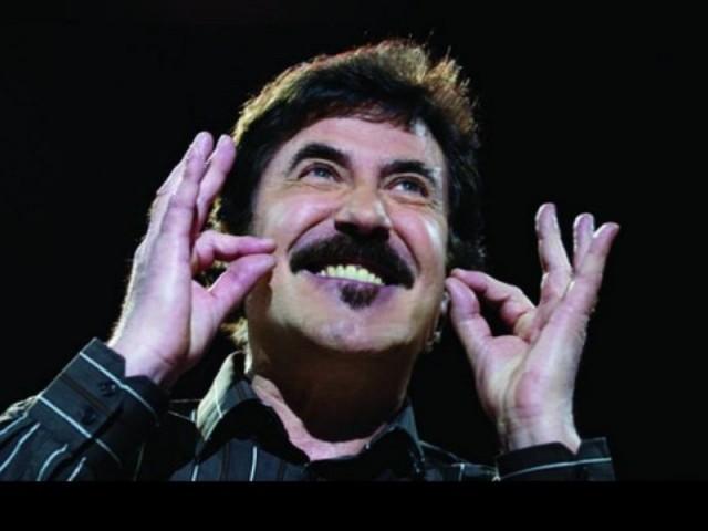 l-humoriste-catalan-serge-llado-chante-les-aventures-sentime-385138-800x600-21800
