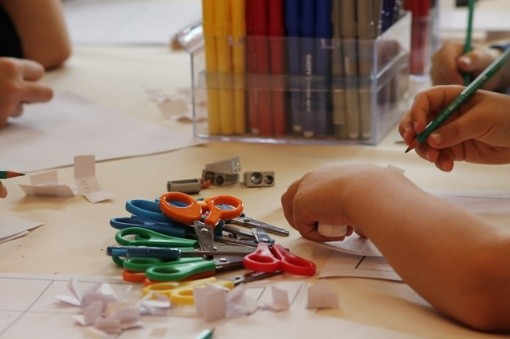 la plaine-sur-mer, médiathèque Joseph Rousse, atelier des petits mains, enfant, activités, créatives, papier, carton, feutrine, crépon