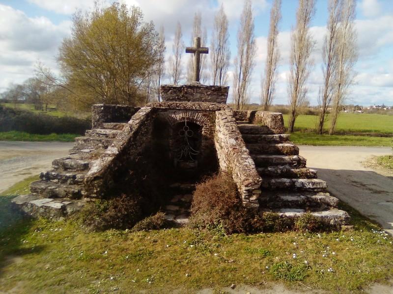 Le village de Buzon et son calvaire à Rouans